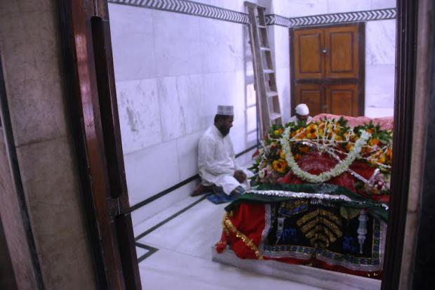 Hazrat Baba Maula Ali Shah Mazar (Interior)