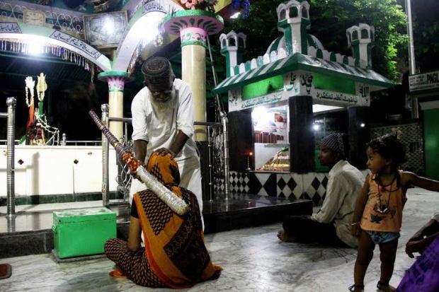 Muhammad Shah bringing the blessings of Pagla Baba